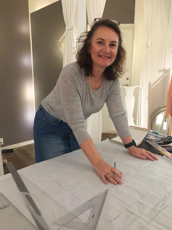 Kathrine Nørgård Skjørt og topp 27 scaled - Lær å lage skjørt og skjortebluse