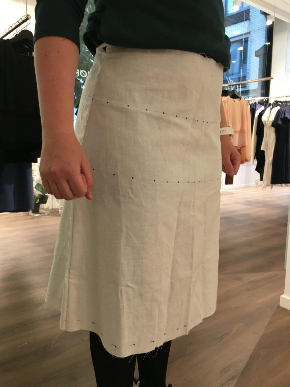 Kathrine Nørgård Skjørt og topp 33 scaled - Lær å lage skjørt og skjortebluse