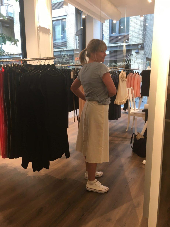 Kathrine Nørgård Skjørt og topp 42 scaled - Lær å lage skjørt og skjortebluse