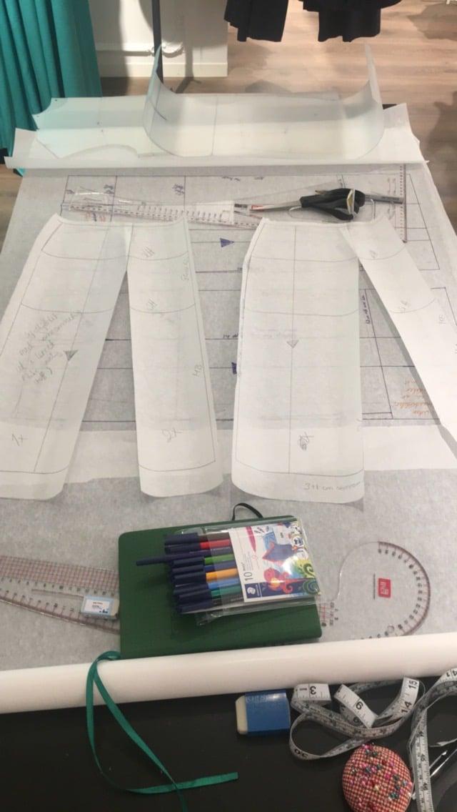 Kathrine Nørgård Skjørt og topp 43 - Lær å lage skjørt og skjortebluse