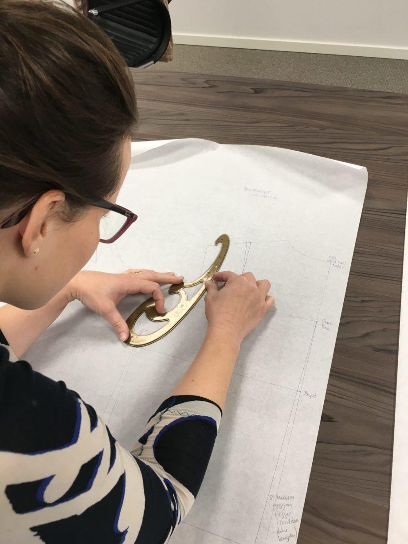 Kathrine Nørgård Ytterjakke 23 scaled - Lær å lage ytterjakke / kåpemønster med krage