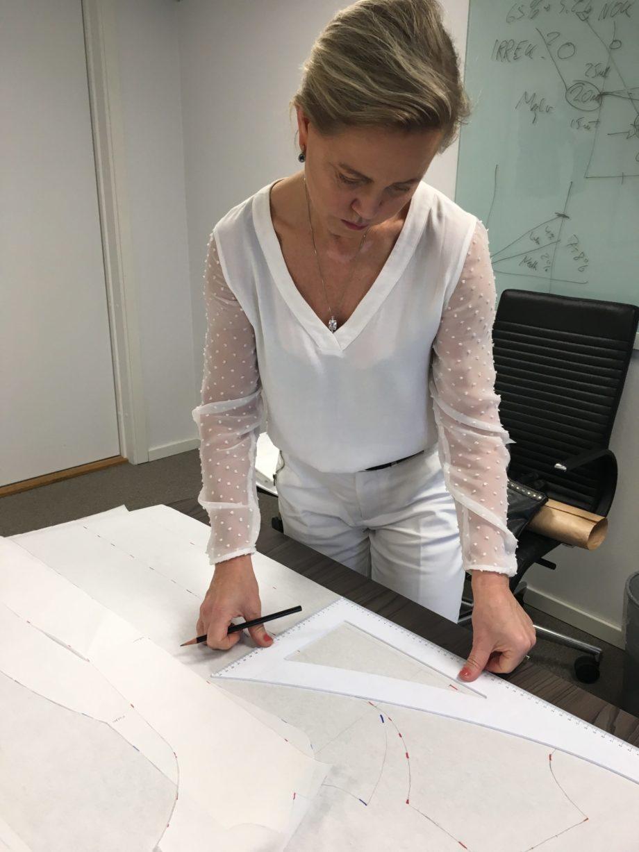 Kathrine Nørgård Ytterjakke 24 scaled - Lær å lage ytterjakke / kåpemønster med krage