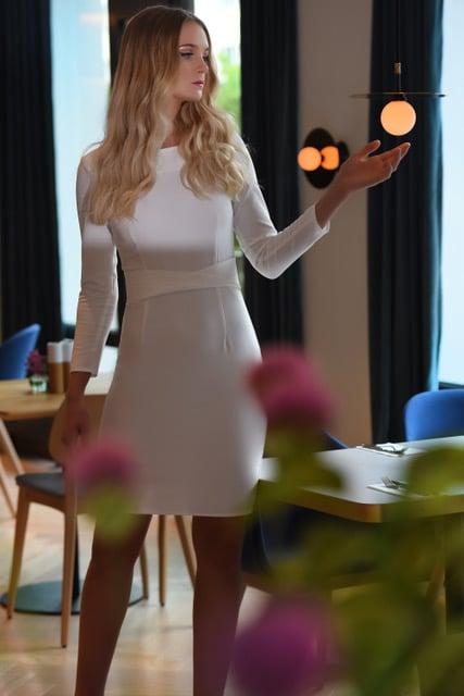 Emelie kjole hvit modellbilde 8 - Emelie kjole