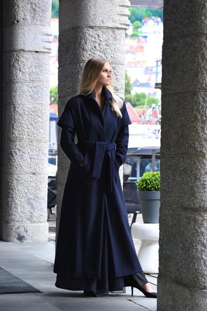 Kaape Keira i ull modellbilde - Keira kåpe i ull