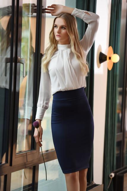 Kathrine bluse og Lene skjørt modellbilde 2 - Kathrine bluse