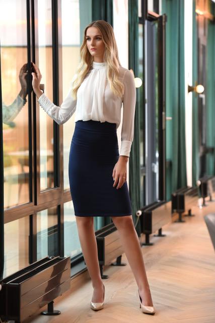 Kathrine bluse og Lene skjørt modellbilde - Kathrine bluse