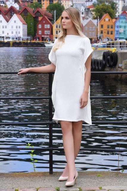 Michelle kjole hvit modellbilde 7 - Michelle kjole